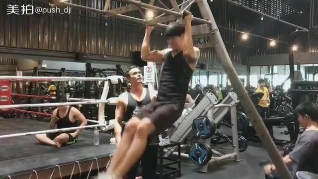 Push Puttichai đam mê tập gym