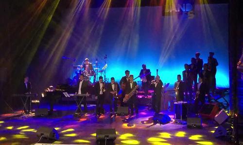 Yellow Star Big Band thể hiện 'Lẳng lơ'