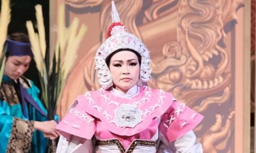 """Phương Thanh ca diễn trong vở """"Thái hậu Dương Vân Nga"""""""