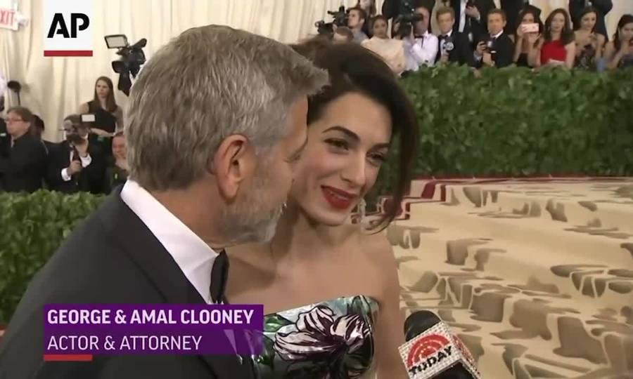 Amal trên thảm đỏ Met Gala