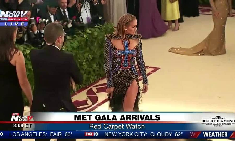 Jennifer Lopez và bạn trai Alex Rodriguez tại Met Gala
