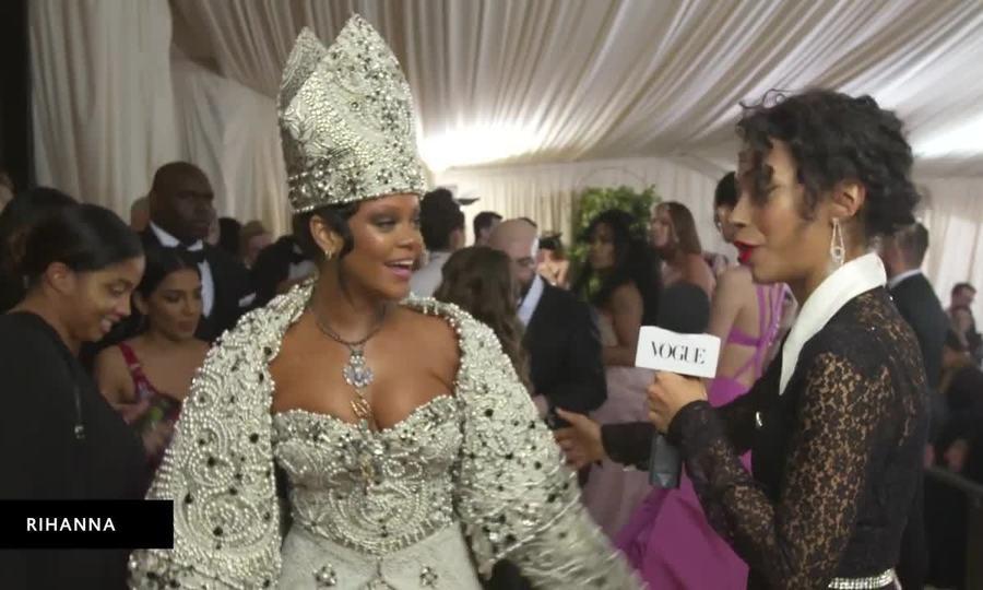 Rihanna ở Met Gala 2018