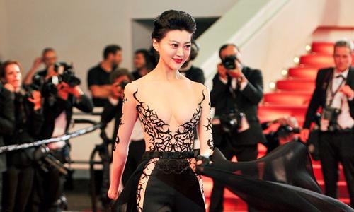 Hoa hậu Trung Quốc bị lật tẩy gian dối sau khi mặc gây sốc ở Cannes
