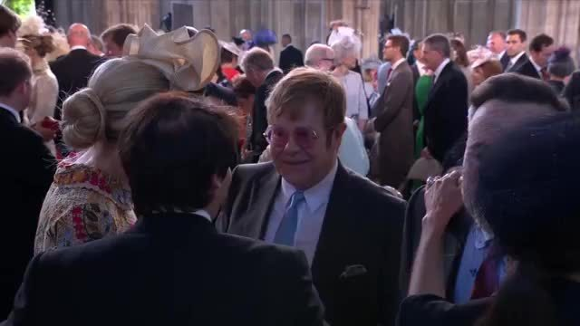Vợ chồng Beckham trò chuyện cùng Elton John
