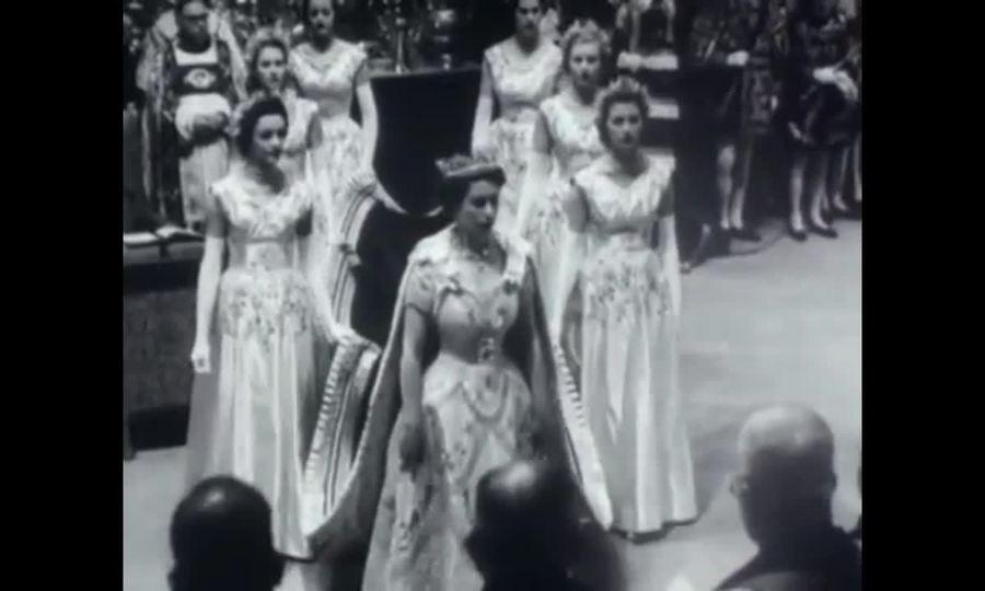 Nữ hoàng Anh lên ngôi năm 1953