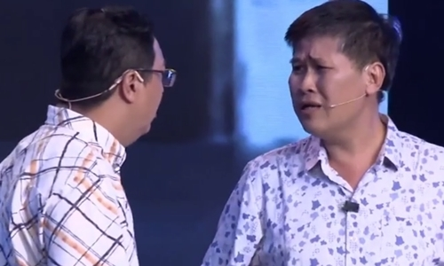 Minh Nhi xuc dong khi Phuoc Sang tai xuat san khau