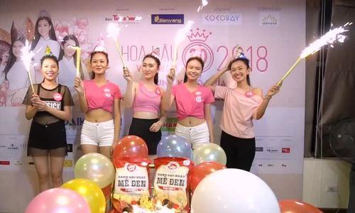 Thi sinh Hoa hau Viet Nam mac crop-top ton eo thon o buoi tap
