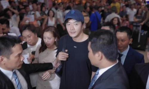 Hoa hau Thu Hoai tang ao dai cho Kwon Sang Woo