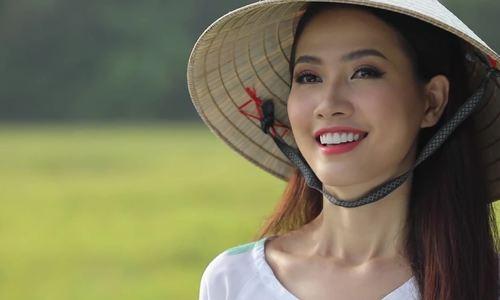Phan Thi Mo gioi thieu ve dep mien Tay khi thi hoa hau du lich
