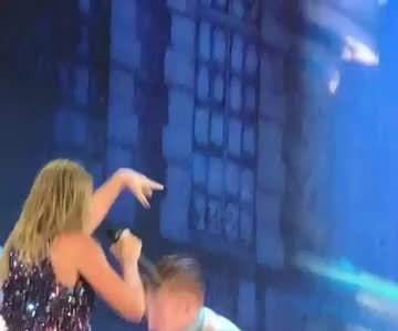 Taylor Swift ngã tren san kháu ỏ New Jersey