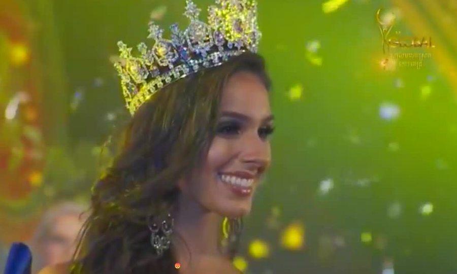 Khoảnh khắc đăng quang của Hoa hậu Hoàn cầu 2017