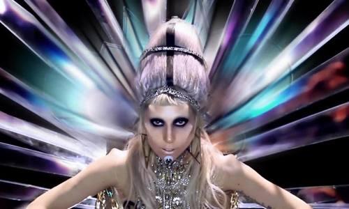 Bạn diẽn cua Lady Gaga trong Born This Way tụ tủ ỏ tuỏi 32