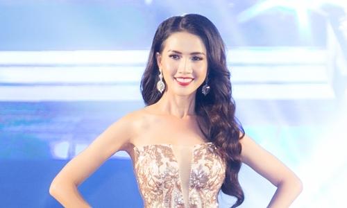 Phan Thi Mo dang quang Hoa hau Dai su Du lich The gioi