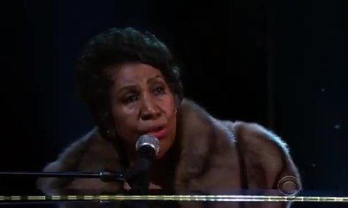 Các sao tham và càu cho Aretha Franklin binh phuc