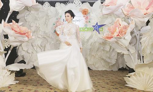 lan khuê diện váy cưới làm vedette - 2