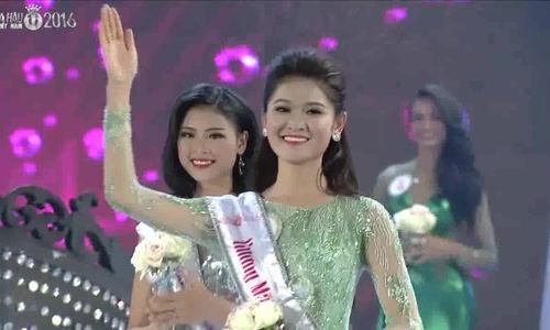 A hau Thuy Dung tot nghiep Dai hoc