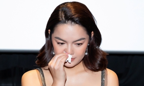 Phạm Quỳnh Anh òa khóc khi nhắc đến cuộc hôn nhân với Quang Huy