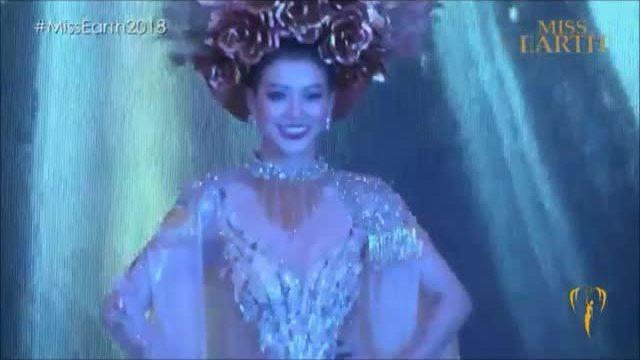 """Phần thi """"Trang phục dân tộc"""" của Phương Khánh"""