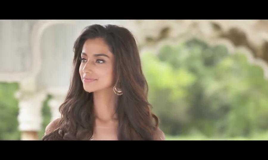 Meenakshi Chaudhary - Hoa hậu Ấn Độ
