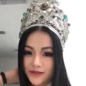 Nghe si khan gia trong nuoc va quoc te khen ngoi Phuong Khanh