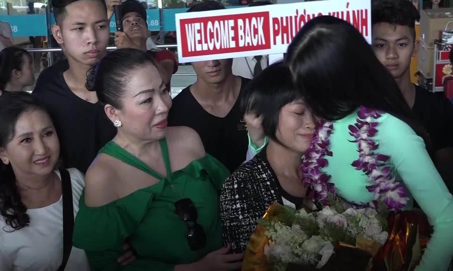 Hoa hậu Phương Khánh về nước