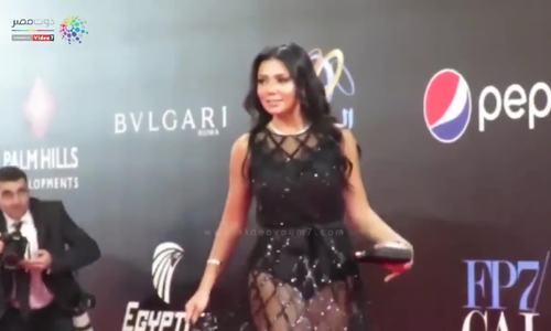 Rania Youssef mặc váy hở thảm đỏ Lien hoan phim Cairo