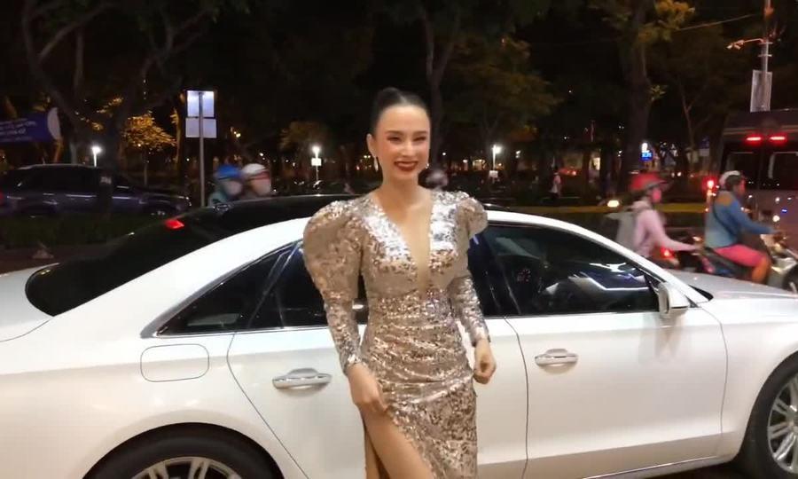 Angela Phương Trịnh mặc tôn dáng ở sự kiện