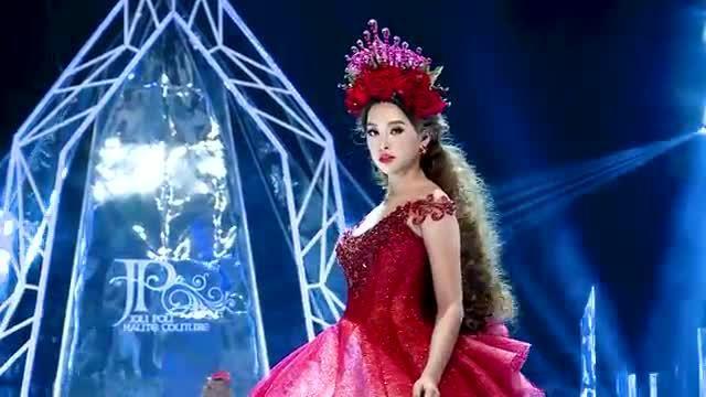 Tiểu Vy, Đỗ Mỹ Linh diễn show Anh Thư