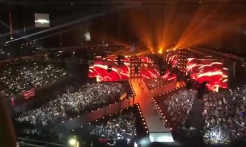 Khán giả thắp sáng khán đài Hoa hậu Hoàn vũ
