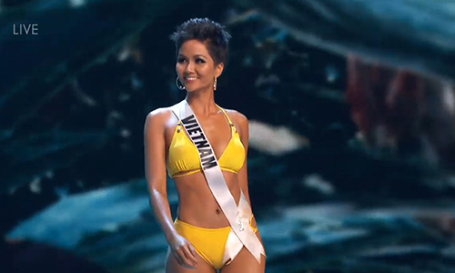 HHen Nie va Top 10 Miss Universe trinh dien bikini