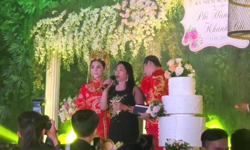 Tiệc kỷ niệm một năm ngày cưới