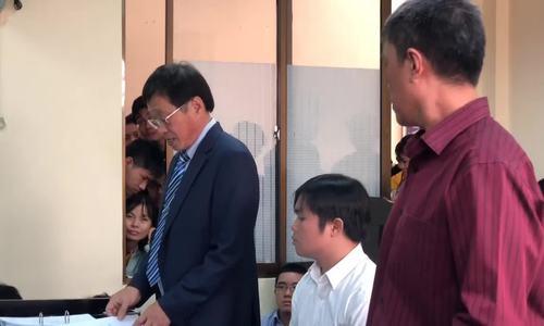 Họa sĩ Lê Linh và luật sư bị đơn phản biện nhau trong phiên tòa