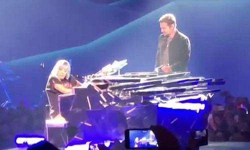 Lady Gaga và Bradley Cooper lần đầu biểu diễn 'Shallow'