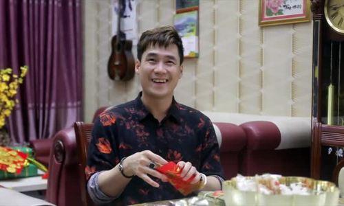 Ca sĩ Khánh Phương trang trí nhà cửa, dọn bàn thờ ngày Tết