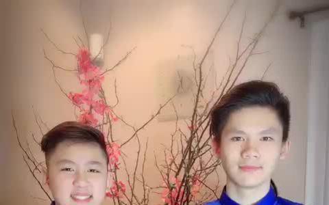 Ba con trai của Bằng Kiều chúc Tết ở Mỹ năm 2019.