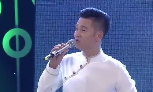 Đức Tuấn hát 'Chiếc áo bà ba' trong 'Tiếng hát mãi xanh'