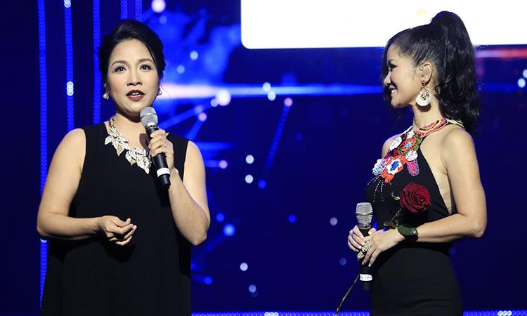"""Hồng Nhung, Mỹ Linh hát """"Vẫn hát lời tình yêu"""""""