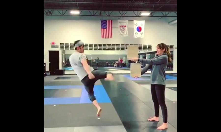 Mike Moh tập võ cùng vợ