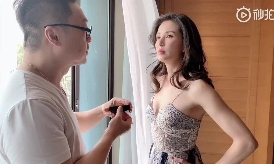 Lý Nhược Đồng váy hở ngực