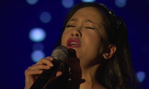 Hồng Nhung hát