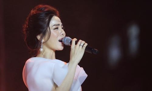 Lệ Quyên hát 'Ru em từng ngón xuân nồng' (Trịnh Công Sơn sáng tác)
