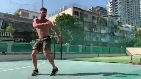 Chris Hemsworth tập luyện cho Avengers Endgame