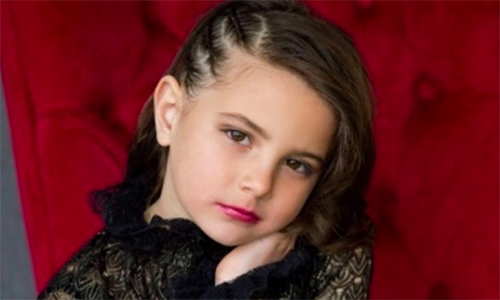 Cô bé sáu tuổi đóng vai con gái Người Sắt