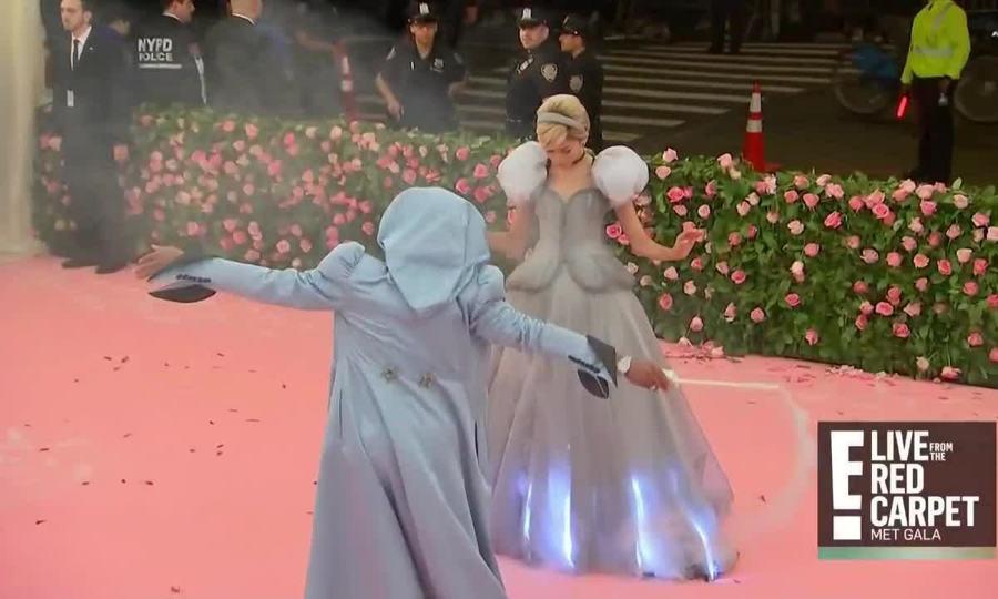 Zendaya diện đầm phát sáng ở Met Gala 2019