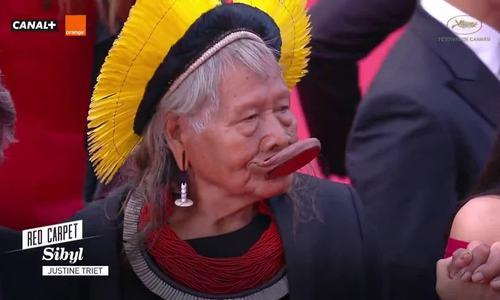 Cannes ngày 11: Tộc trưởng thổ dân ở Brazil lên thảm đỏ cùng dàn sao