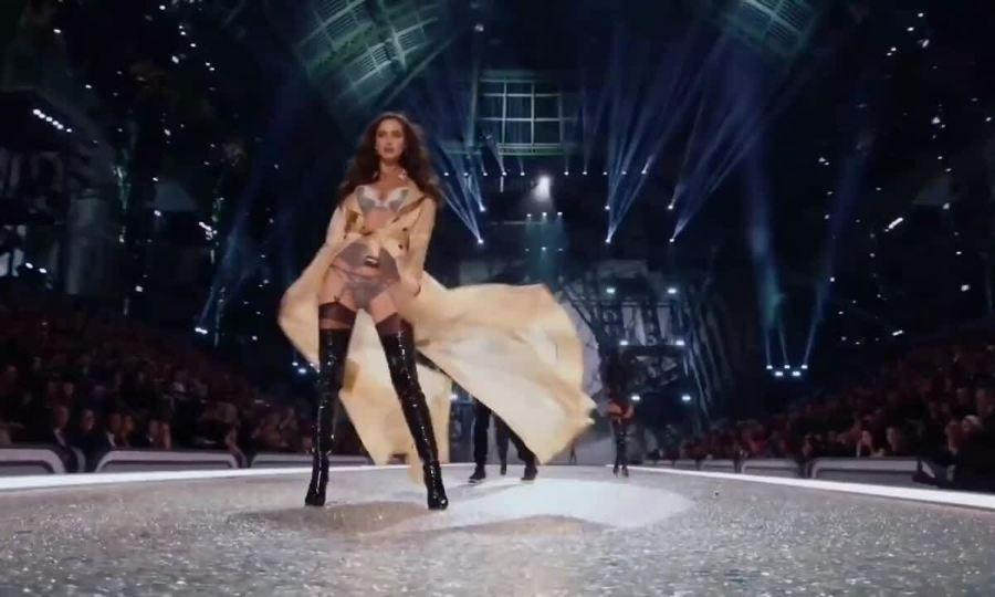 Irina Shayk tại Victoria's Secret 2016