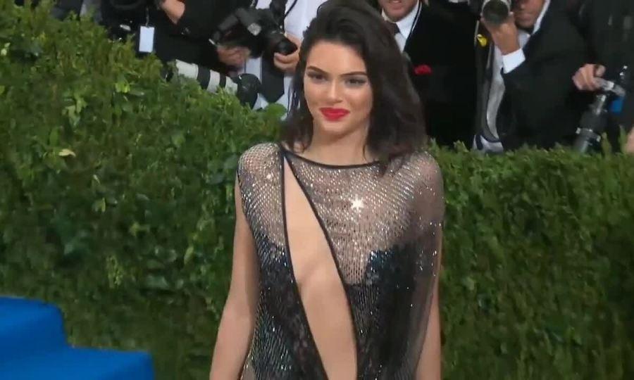 Kendall Jenner ở Met Gala 2017