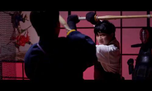 Cảnh Harry Lu đấu kiếm với B Trần