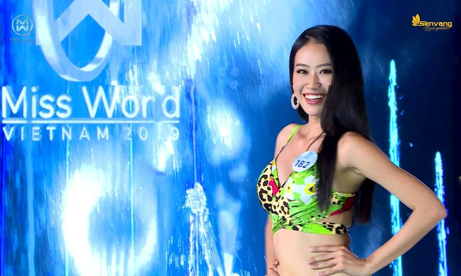 Các thí sinh hoa hậu thế giới Việt Nam catwalk với bikini