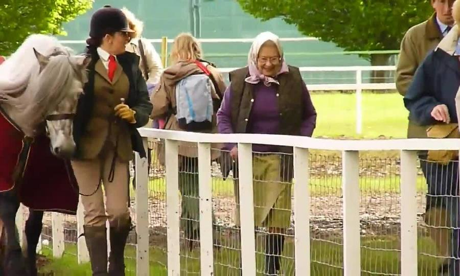 Nữ hoàng Anh Elizabeth ở Windsor, Anh năm 2012 (nguồn: Schmidt London)